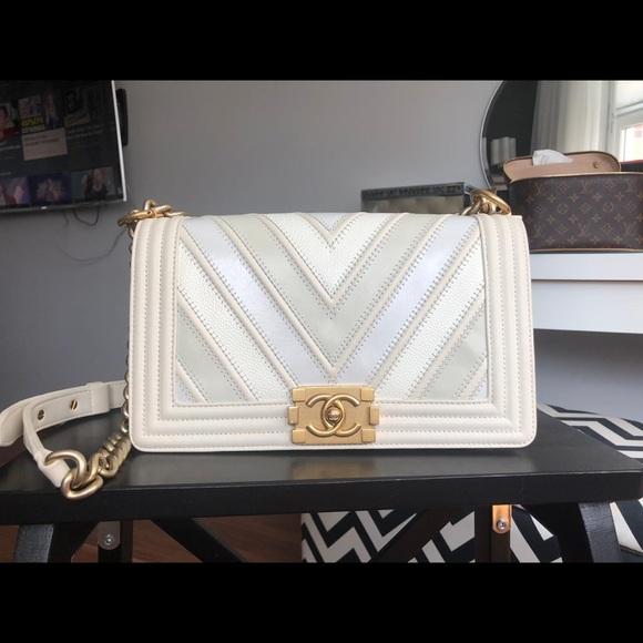 CHANEL Handbags - Chanel Chevron Le Boy Bag
